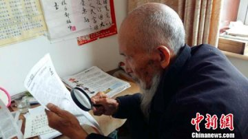 邢台八旬老人坚持创作诗歌民谣(图)