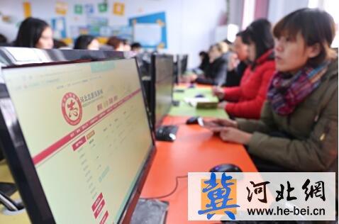 ,邯郸市文明办志愿服务骨干培训正式启动.图为志愿者在丛台区实