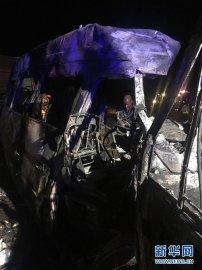 南非两车相撞造成至少20名小学生丧生