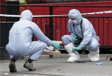 英国警方在议会大厦附近逮捕一名持刀男子