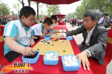 围棋世界冠军与廊坊百名小棋手对弈