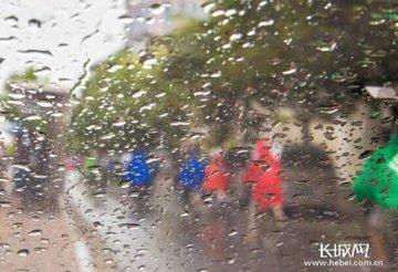河北12日迎来大范围降雨 夜间雷雨天气仍不停歇
