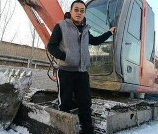 廊坊文安小伙开铲车义务清理积雪