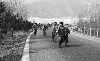 丰宁满族自治县森林消防大队进行体能训练