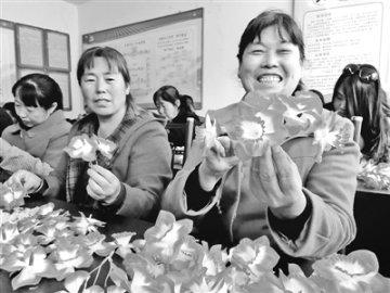 隆化县实施精准扶贫让万余劳动力在家门口就业