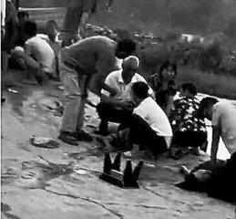 """河南老农跳进水塘连救4人 """"情愿拿自己的命去换孩子的命"""""""