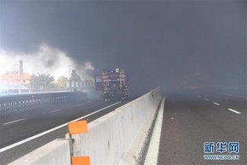 意大利博洛尼亚发生油罐车爆炸致两人死亡、数十人受伤