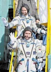 俄飞船发射失败 两宇航员紧急着陆生还