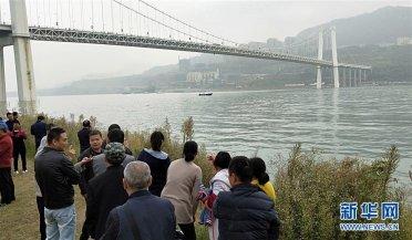 重庆公交车坠入长江,牵动人心的问题答案在这里