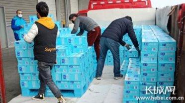 冀鄂同心 河北承德援助物资风雪兼程抵达神农架